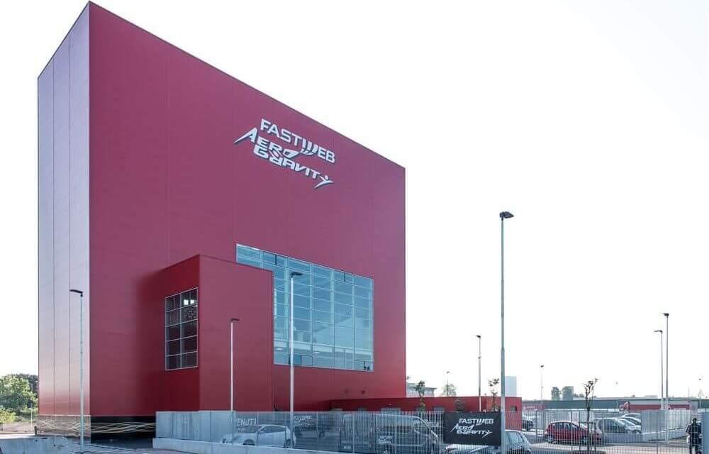 Simulatore di caduta libera: il più grande del mondo è Fastweb Aero Gravity a Milano